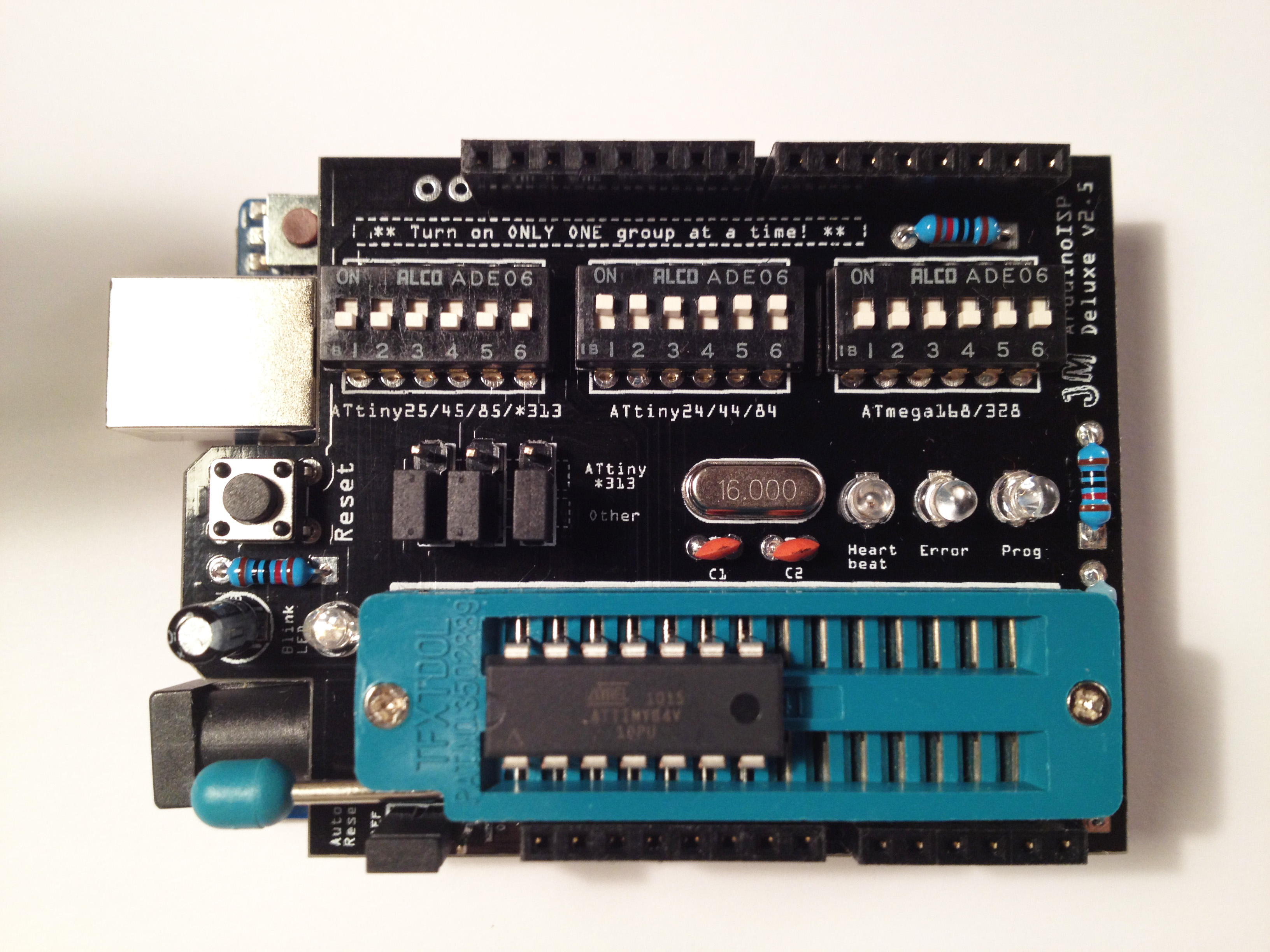 The newest version of the ArduinoISP Deluxe Shield, version 2.5!